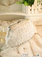 พร้อมส่ง Evening Clutch กระเป๋าออกงาน สีขาว ลายดอกสามมิติ แต่งมุก&ปุ่มเปิด/ปิด หรู มาพร้อมสายสะพายสั้น/ยาว
