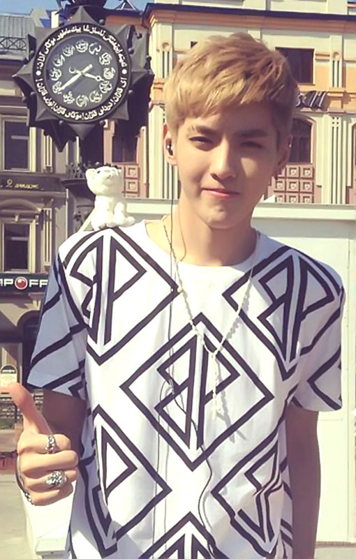 เสื้อยืดแฟชั่น EXO KRIS สีขาว