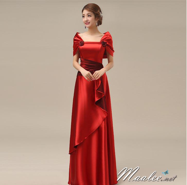 พร้อมส่ง ชุดราตรียาว สีแดง ปิดไหล่ แต่งดอกกุหลาบจับจีบสวย ผ้าซาติน (L-5XL)