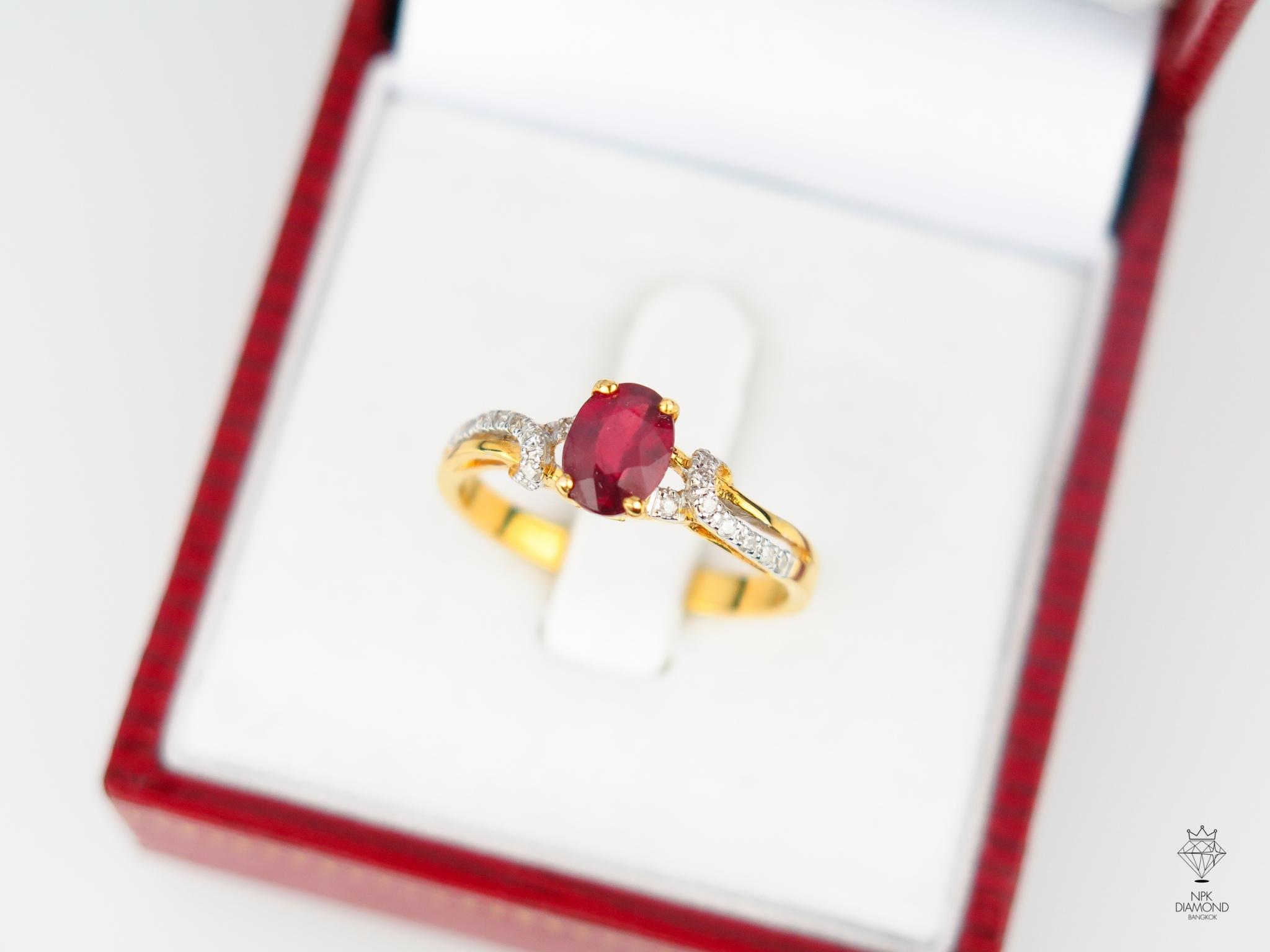 แหวน 9K ทับทิมล้อมเพชร