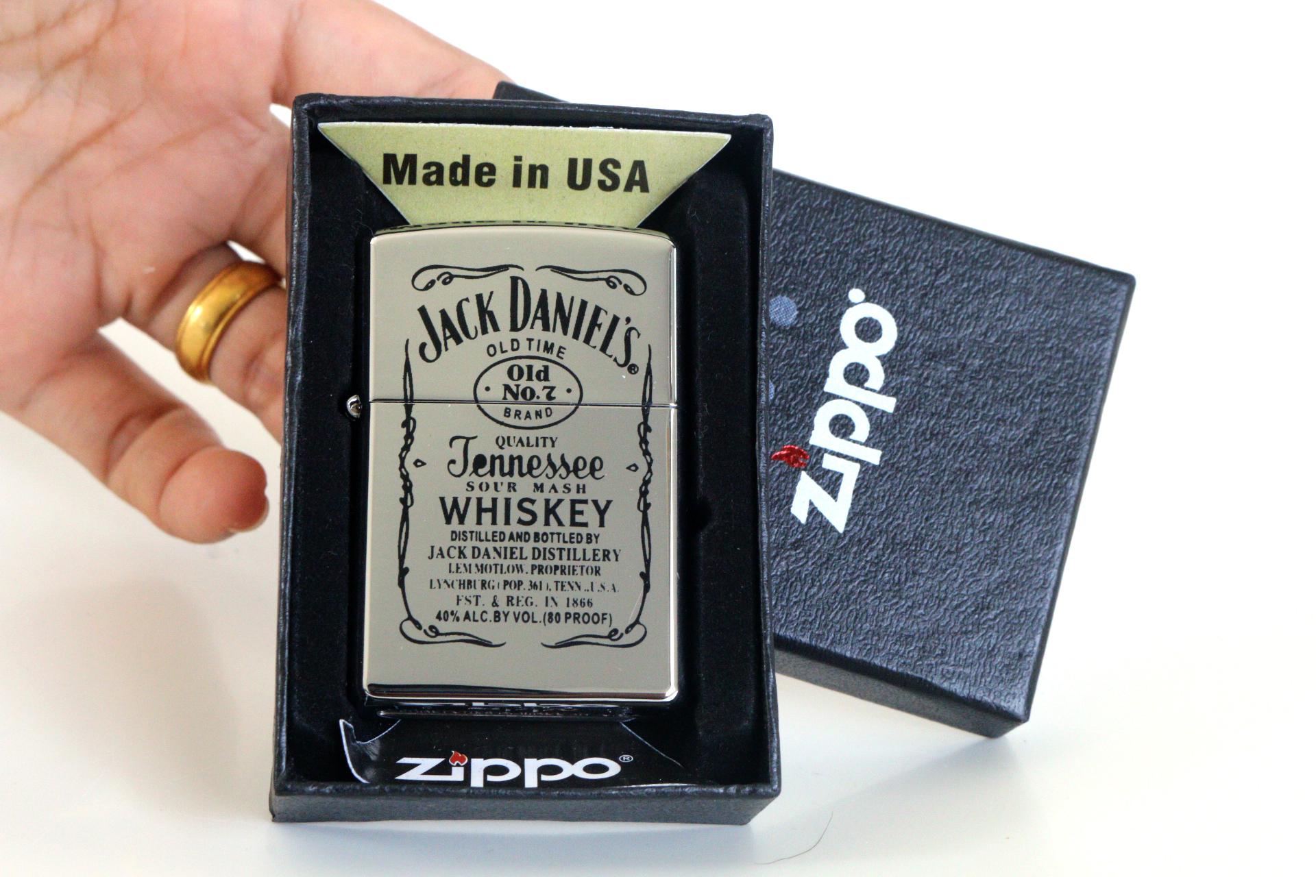 ไฟแช็ค Zippo ลายซิปโป้ ลาย Jack Daniel's Jennessee Whisky บอดี้สีเงินเงา ตัวงาน Mirror