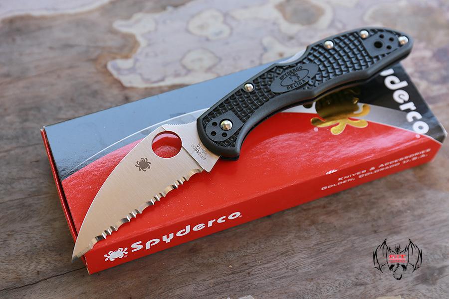Spyderco Delica 4 Wharncliffe (Full Serr) C11FSWCBK