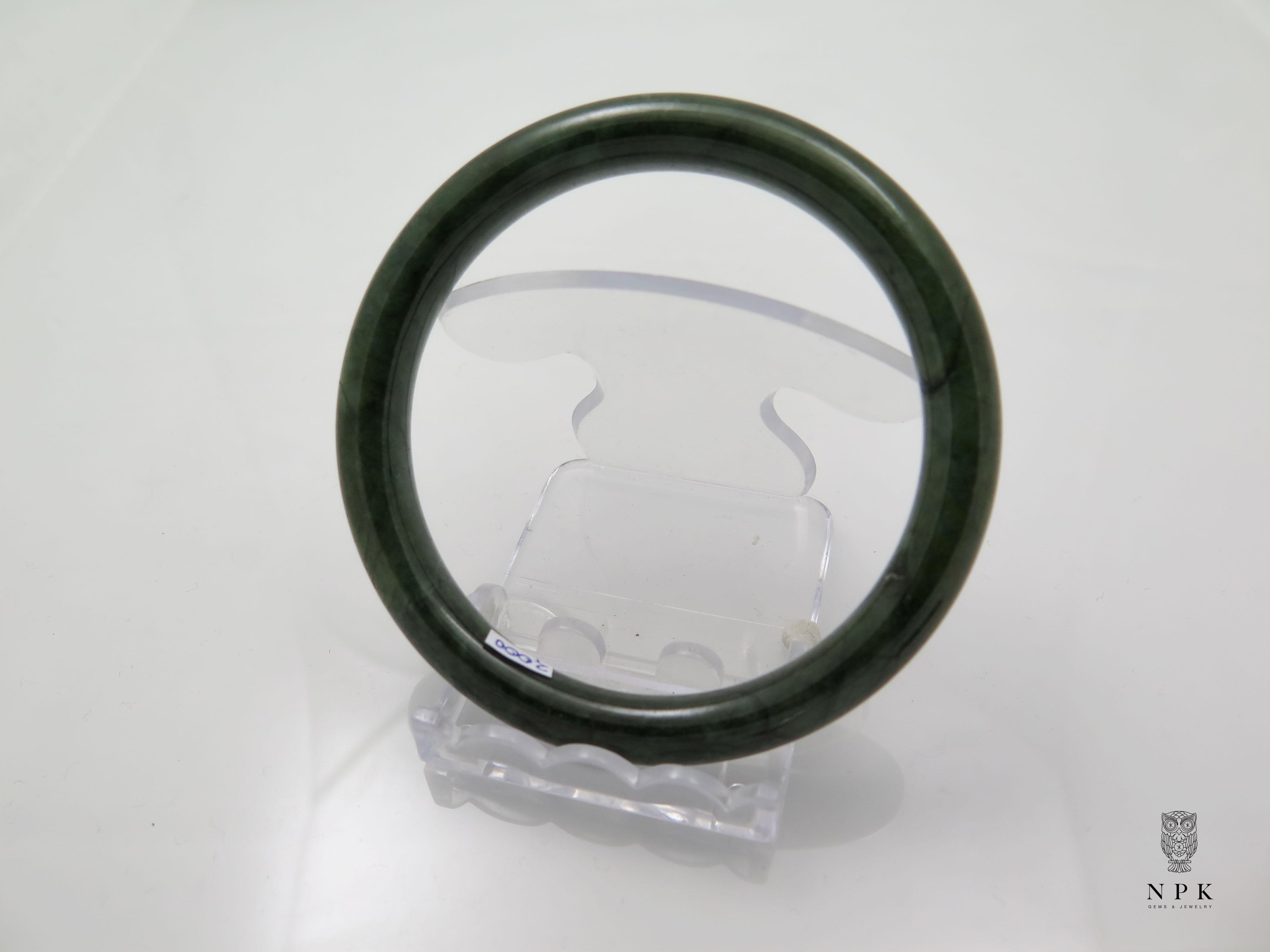 กำไลหยกสีเขียวขี้ม้าเนื้อดี(Bangle jade)