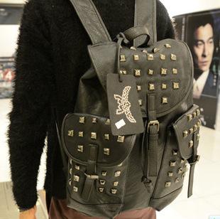 กระเป๋าสะพาย MCM (หนังสีดำ)