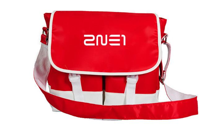 กระเป๋าสะพานข้าง 2NE1 (เลือกสี)