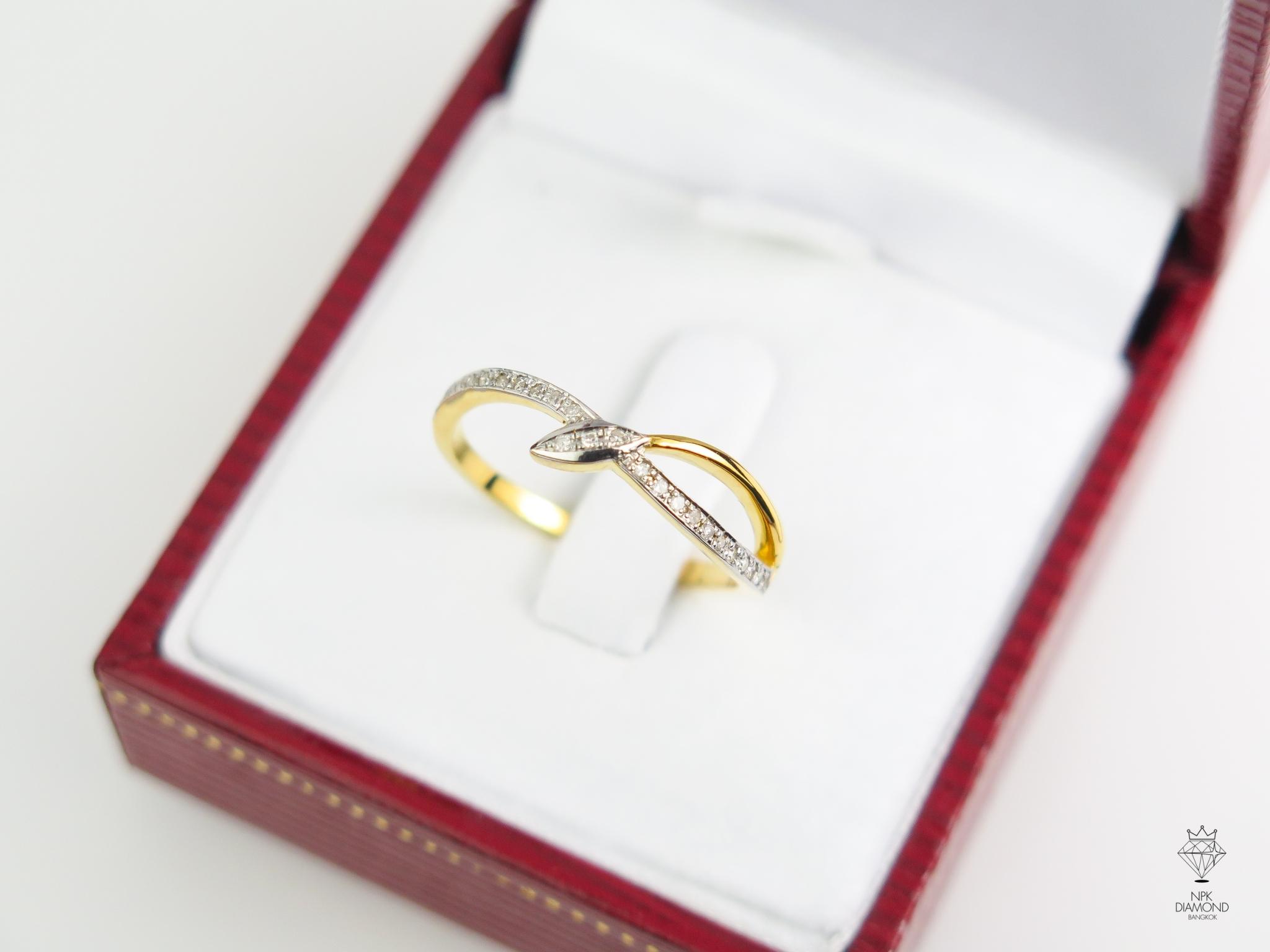 แหวนเพรชไขว้ใบไม้