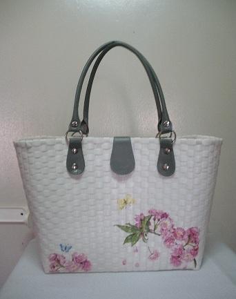 กระเป๋าสานพลาสติกตกแต่งด้วยเดคูพาจ