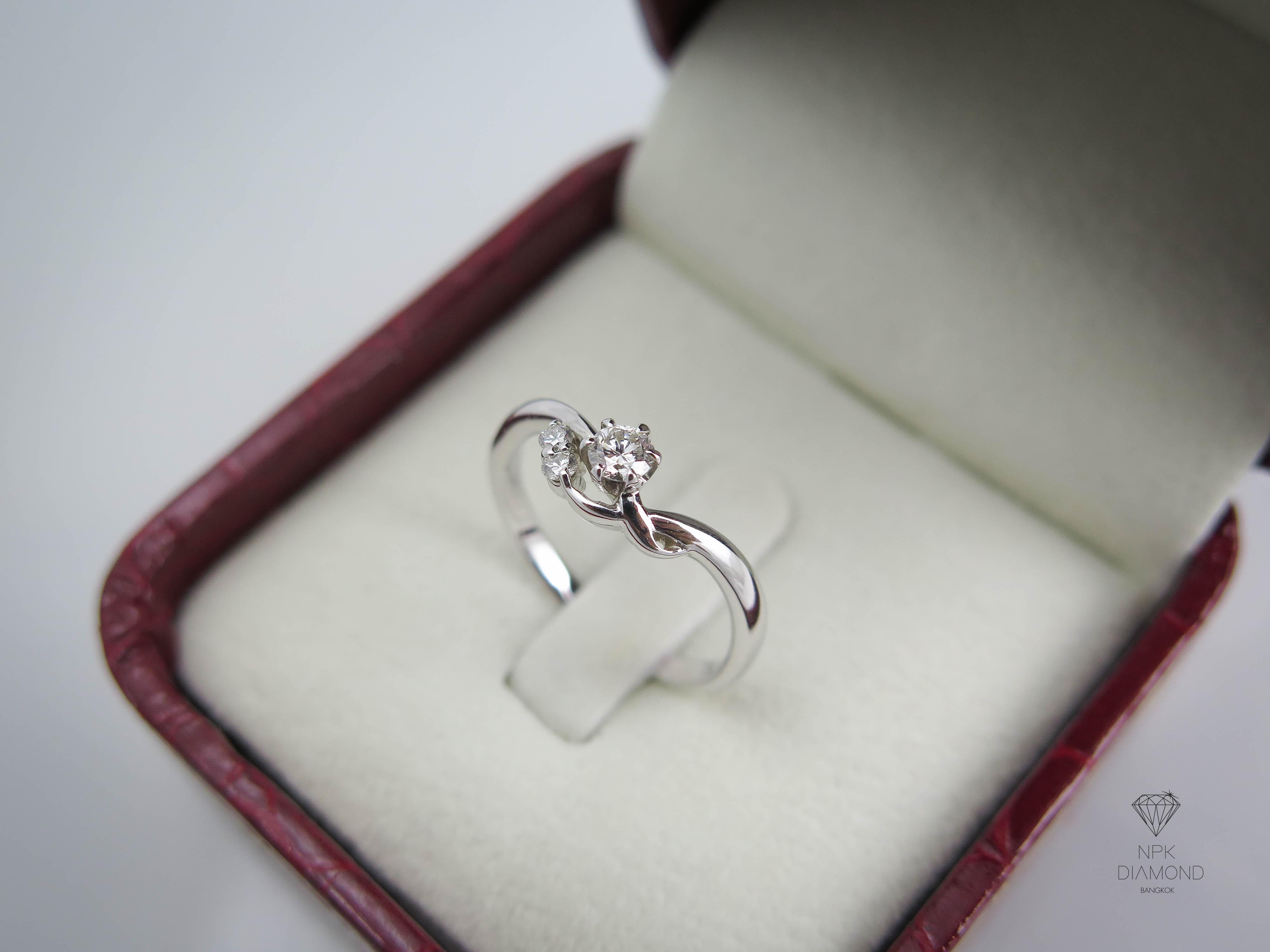 แหวนเพชรดอกไม้