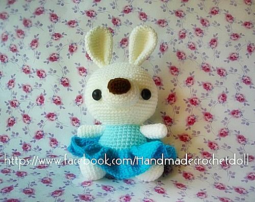 ตุ๊กตาถัก กระต่ายชุดกระโปรง