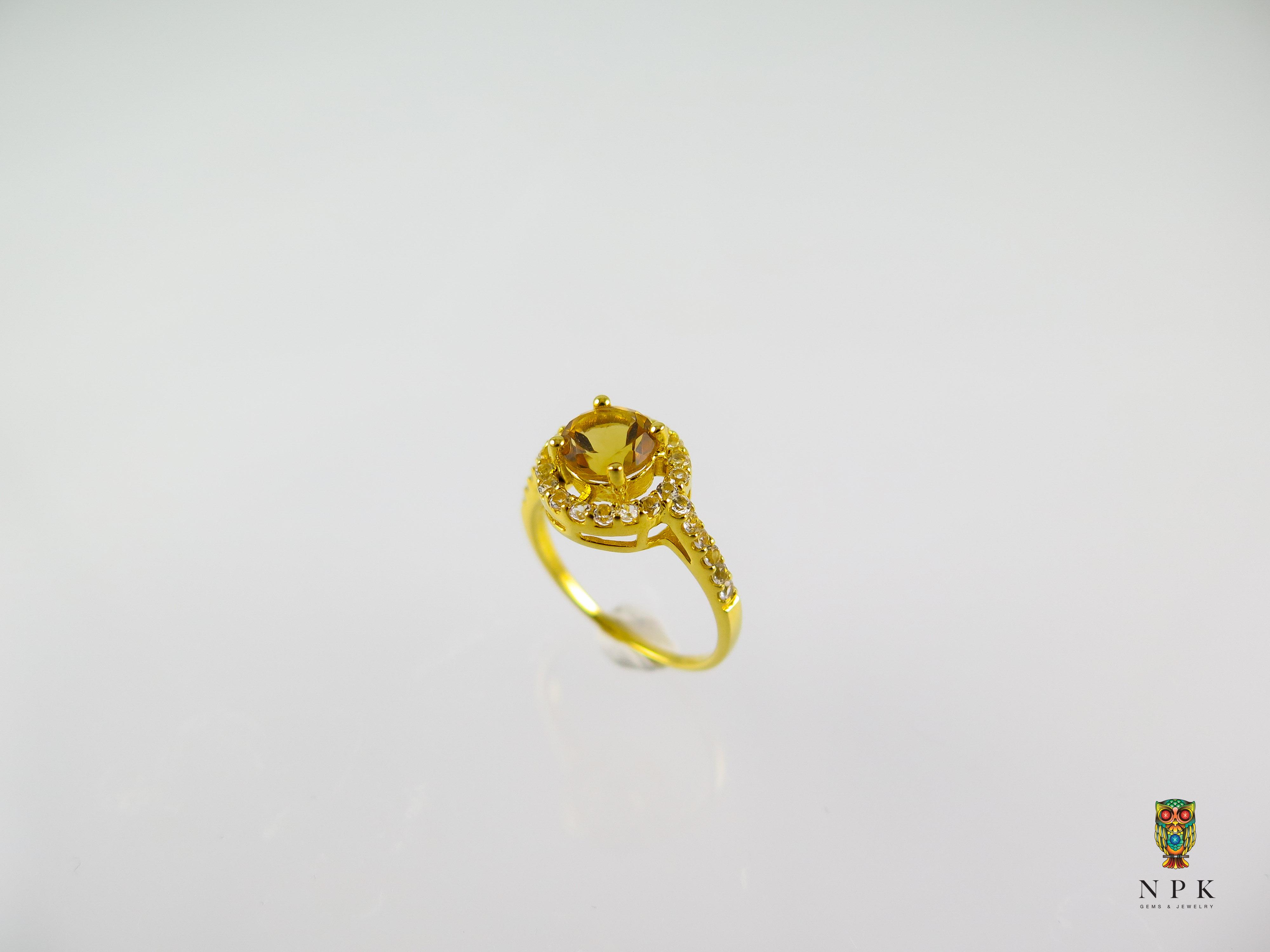แหวนพลอยซิทรีนล้อมด้วยไวท์โทปาซ (Citrine silver ring with white topaz)