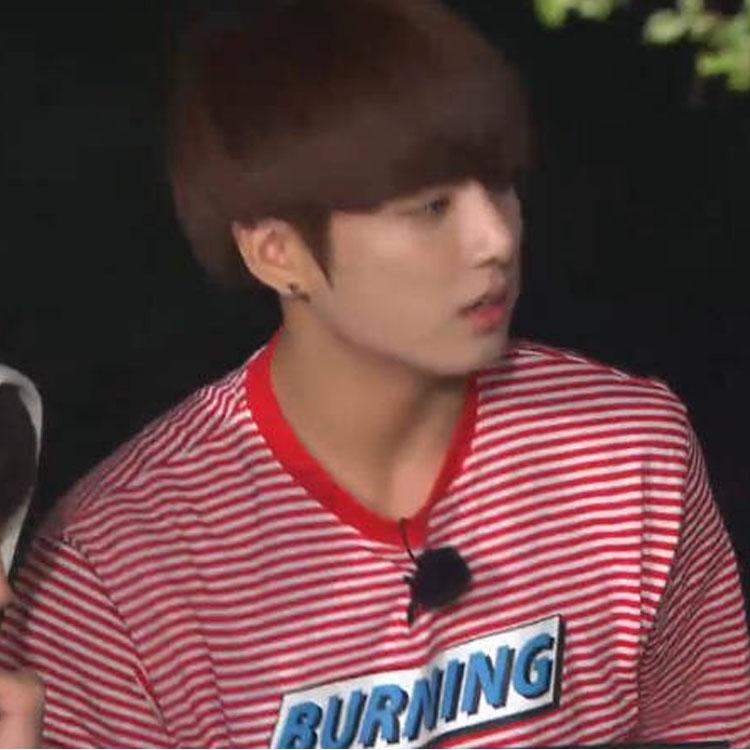 เสื้อยืด (T-Shirt) BURNING ลายขวางสีแดง แบบ Jungkook