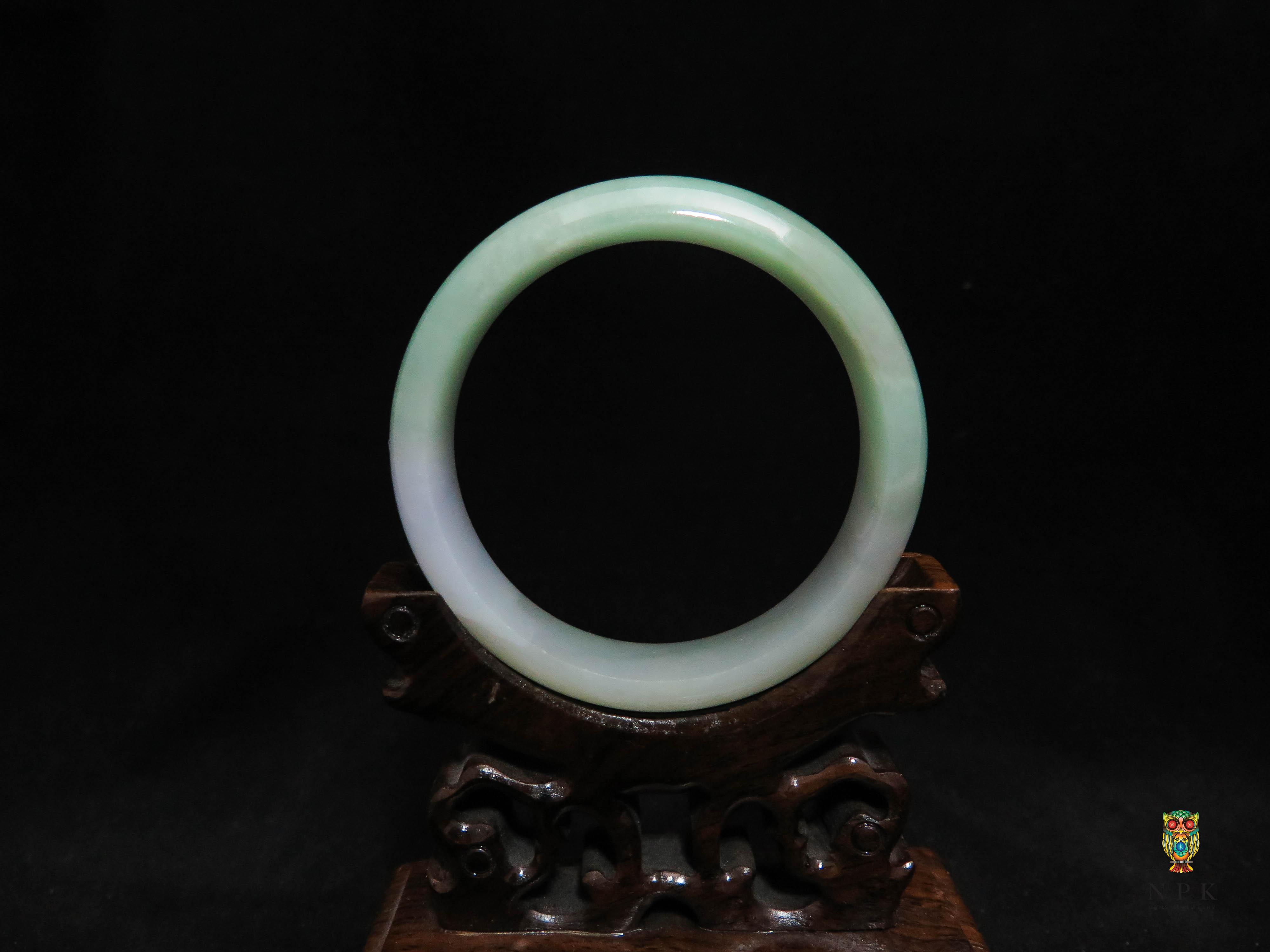 กำไลหยกพม่าขาวเขียวเนื้อใส (Burma jade bangle)