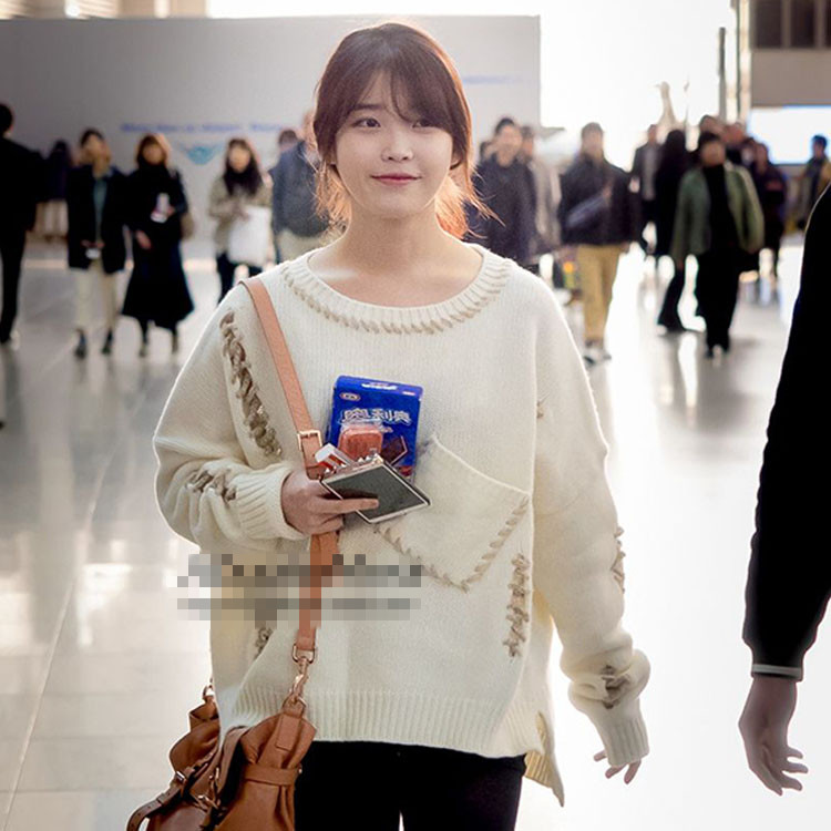 เสื้อแขนยาวไหมพรม (Sweater) สีขาวครีม แบบ IU