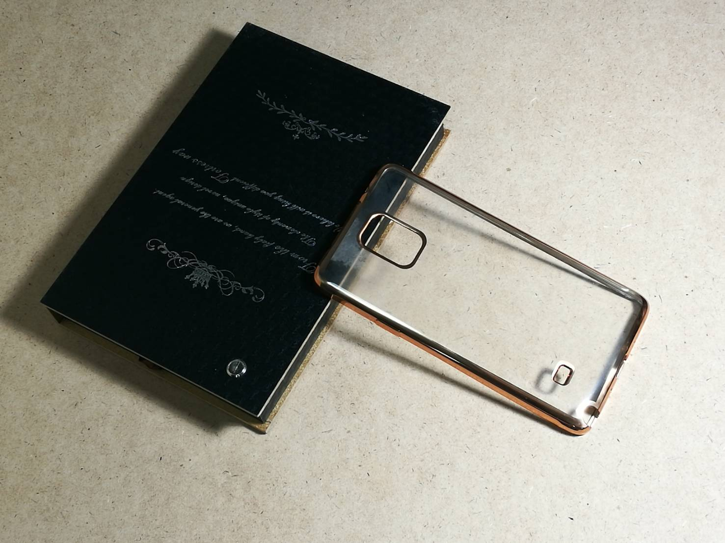 Case Samsung Note 3 นิ่มใสขอบทอง