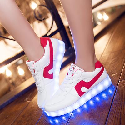 รองเท้าผ้าใบมีไฟ LED สีขาวคาดแดง / คาดดำ (เปลี่ยนสีได้ 7 สี)