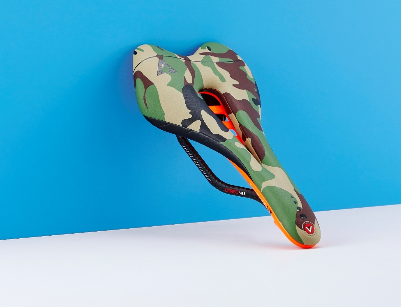 เบาะจักรยาน Astute SKYLITE VT Saddle, Camouflage, Orange Fluo, Carbon Limited Edition