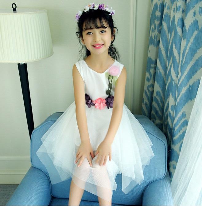 ชุดเดรสแขนกุดสีขาวแต่งดอกไม้ที่เอว [size 5y-6y-7y-8y-9y-10y]