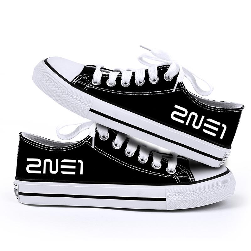 รองเท้าผ้าใบ 2NE1 สีดำ