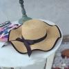 [พร้อมส่ง] H6806 หมวกสานปีกกว้าง หมวกไปทะเล ดีไซน์แบบขอบหยัก ขลิบปลายขอบสีดำ ตกแต่งด้วยริบบิ้นผูกเป็นโบ