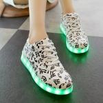 รองเท้าผ้าใบมีไฟ LED ลายโน้ตดนตรี (เปลี่ยนสีได้ 7 สี)