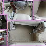 ผ้ายางปูพื้นรถยนต์ Toyota Altis หน้าหมู กระดุมสีครีมขอบครีม
