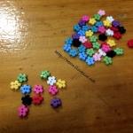 กระดุม อคริลิค จิ๋วดอกไม้ 0.4 cm 100 เม็ด คละสี