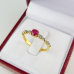 แหวน 9K ทับทิมยี้ขอบเพชร