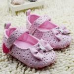รองเท้าหัดเดินหนังเด็กเล็กลายแต่งโบว์สีชมพู