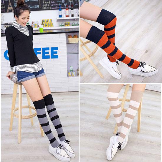 [พร้อมส่ง] S7680 ถุงเท้ายาวเหนือเข่า ลายขวาง สลับสี สไตล์ญี่ปุ่น