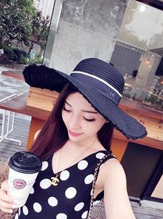 [พร้อมส่ง] H4070 หมวกสาน / หมวกไปทะเล ปีกกว้าง แต่งปลายหมวกรุ่ยๆ นิดๆ ติดสัญลักษณ์ตัว M สวยเก๋แบบสาวเกาหลีค่ะ