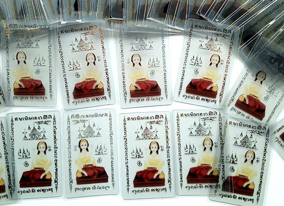บัตรปั๊มเงิน ปั๊มทอง ประกาย เริ่ม 100ใบ ปั้มฟอยล์โลโก้ สีทองเงา สีเงิน เฉพาะจุด ทำบัตรสมาชิกร้านค้า บัตรส่วนลดอาหาร  รับทำบัตรเมมเบอร์ สโมสร บัตรคลับการ์ด