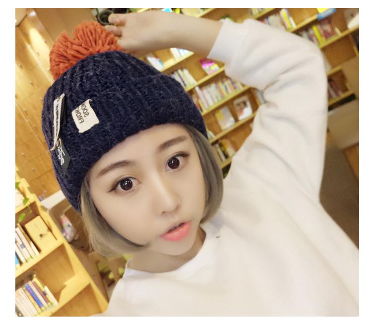 [พร้อมส่ง] H7632 หมวกไหมพรมกันหนาว ตกแต่งด้วยป้ายเก๋ๆ สไตล์เกาหลี (มีสีให้เลือกด้านใน)