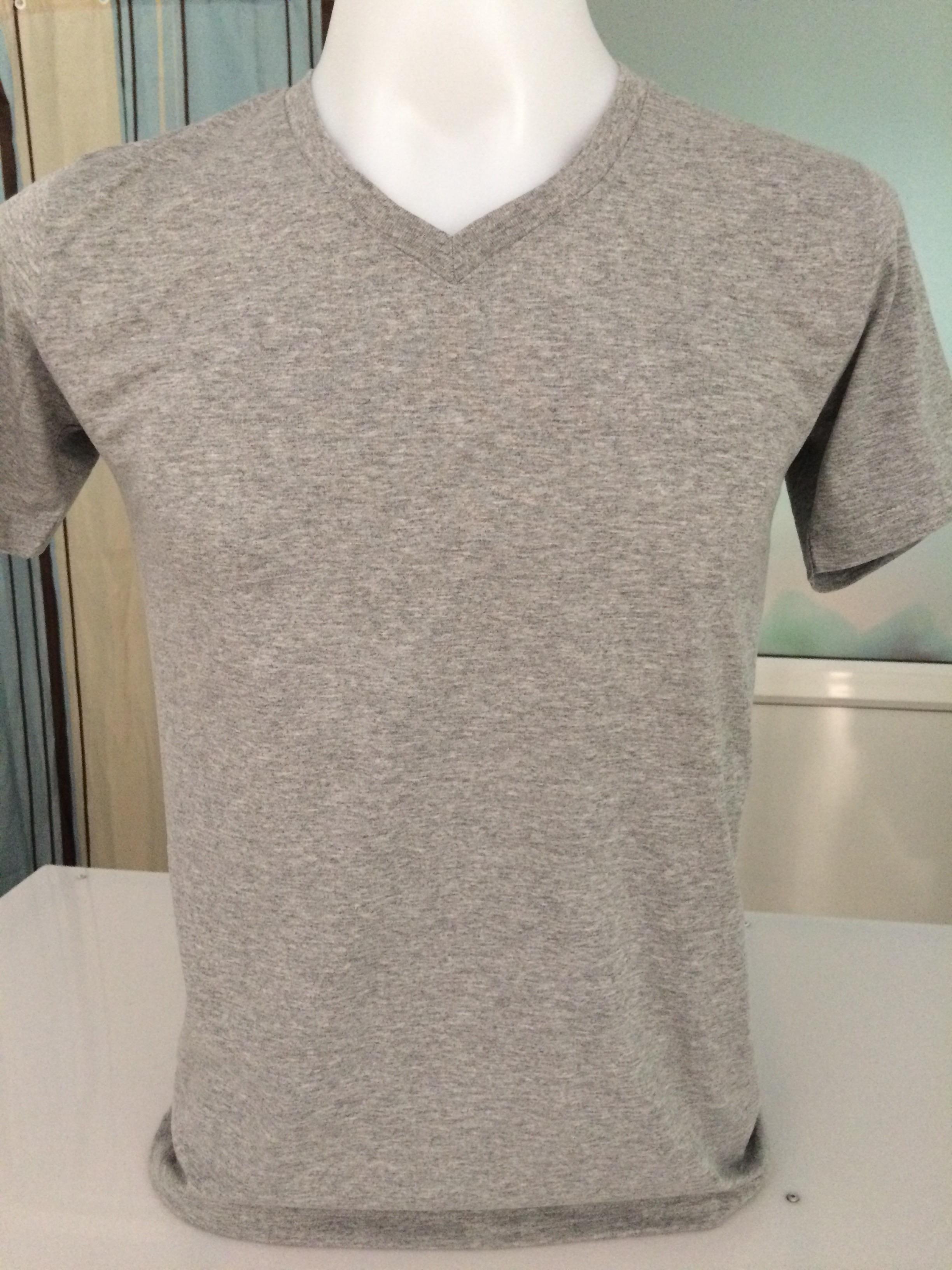 เสื้อยืดสีเทากับการสกรีนเสื้อด้วยระบบ DTG
