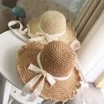 [พร้อมส่ง] H6810 หมวกสานปีกกว้าง หมวกไปทะเล ถักแบบโครเชต์ ตกแต่งด้วยริบบิ้นลูกไม้ เพิ่มความหวาน