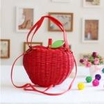 [Pre-order] MM3153 กระเป๋าสานรูปแอปเปิ้ล สีแดง แต่งใบสีเขียวเล็กๆ น่ารักค่ะ Red Apple Bag