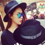 [พร้อมส่ง] H5678 หมวกสาน/หมวกทรงปานามา สีดำ ตกแต่งด้วยริบบิ้นโบสีเทา แบบเก๋ๆ