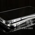 case iphone 5 เคสไอโฟน5 ขอบเคส bumper โลหะ ยอดนิยม Cleave inspired by deff japan มีทั้งโลหะเงาๆ เคสใล่เฉดสี เคสสีตัดสลับสี ทรงเว้า มีปุ่มกดเฉพาะของเคส แยกประกอบ 2 ชิ้น เชื่อมต่อดดยการไขน๊อต ด้านในมีแผ่นเลเยอร์โฟมกันตัวเครื่องเป็นรอย สวยงามสุดๆ Cleav