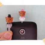 จุกกันฝุ่นมือถือ หนูน้อยบ่าวสาวแต่งงานน่ารักมาก สำหรับเสียบกันฝุ่นรูหูฟังและเพื่อความสวยงามสำหรับ iphone samsung htc oppo lg sony nokia asus หรือมือถือที่มีหูฟังขนาด 3.5 มม. / 3.5mm. Anti Dust Earphone Cap Jack Plug