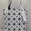 กระเป๋า issey miyake มีซิปตรงกลาง (สีขาว)ขนาดกว้าง12.5สูง12.5นิ้ว