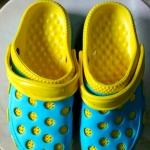 รองเท้าหัวตัวสีเหลือง-ฟ้า คู่ละ 80 บาท