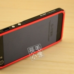 case iphone 5 เคสไอโฟน5 ขอบเคส bumper โลหะแยกประกอบ 2 ชิ้นแบบประกบ เชื่อมต่อโดยการไขน๊อต สลับสีตัดกัน มาพร้อมปุ่มกด 3 ตำแหน่ง สวยงามสุดๆ ด้านในมีแผ่นแปะกันตัวเครื่องเป็นรอย BLADE TD Design iphone5 metal frame phone shell protective