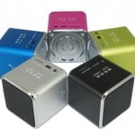 ขาย ลำโพงพกพาขนาดเล็ก คุณภาพเสียงดี เบสสนั่น มีแบตในตัว สามารถเล่นเพลงจาก Micro SD ได้โดยตรง ต่อผ่าน AUX in เพื่อฟังเพลงจากมือถือได้ 5สีสันสดใส
